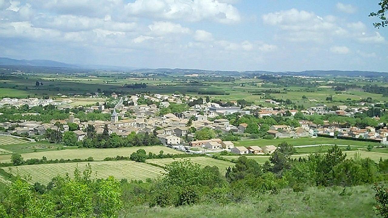 Vue générale de Villegailhenc et son vignoble
