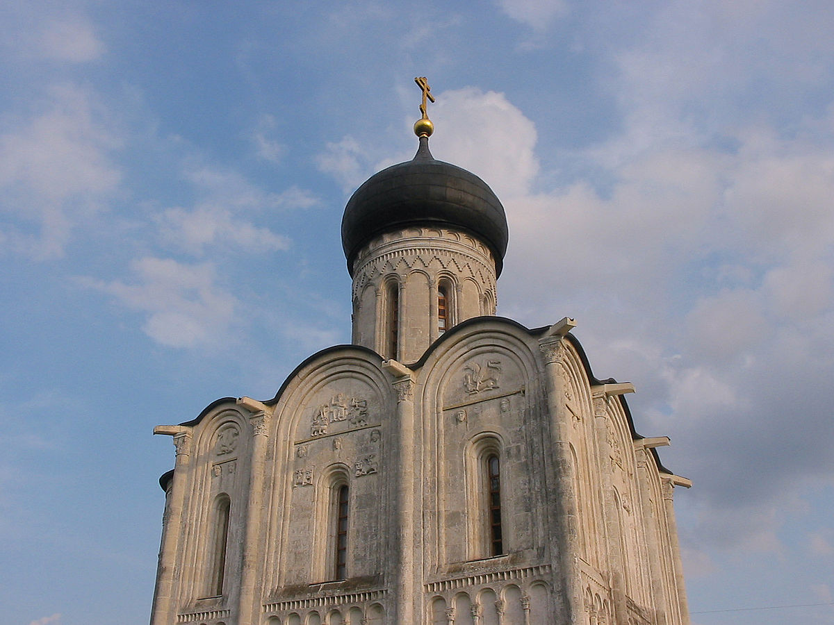 Photograph demonstrating the Zakomary, the rounded tops of the outer wall segments.  Church of the Intercession on the Nerl (c.1160).