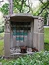 foto van Westerveld: urnenmonument familie Von Saher