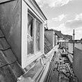 Voorgevel, dak met kapellen, tijdens restauratie - Breda - 20332261 - RCE.jpg
