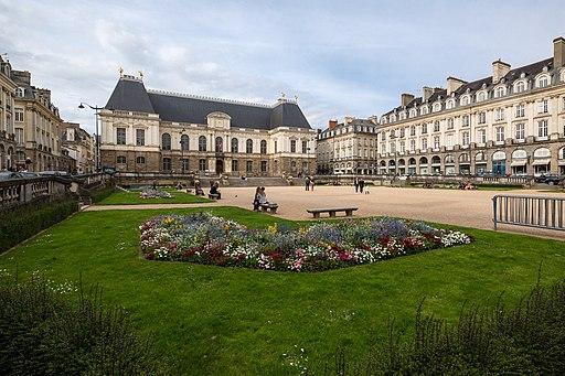 Vue sud-ouest de la place du parlement de Bretagne, Rennes, France