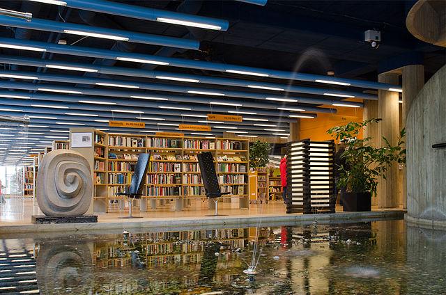 https://upload.wikimedia.org/wikipedia/commons/thumb/4/49/WTNkpng1_ArildV_Norrk%C3%B6ping_stadsbibliotek_2012a.jpg/640px-WTNkpng1_ArildV_Norrk%C3%B6ping_stadsbibliotek_2012a.jpg
