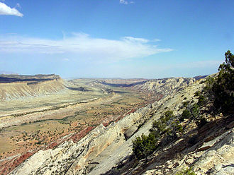 Waterpocket Fold - Waterpocket Fold – Looking south from the Strike Valley Overlook