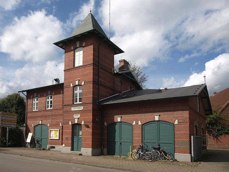 File:Wedel Spritzenhaus.jpg