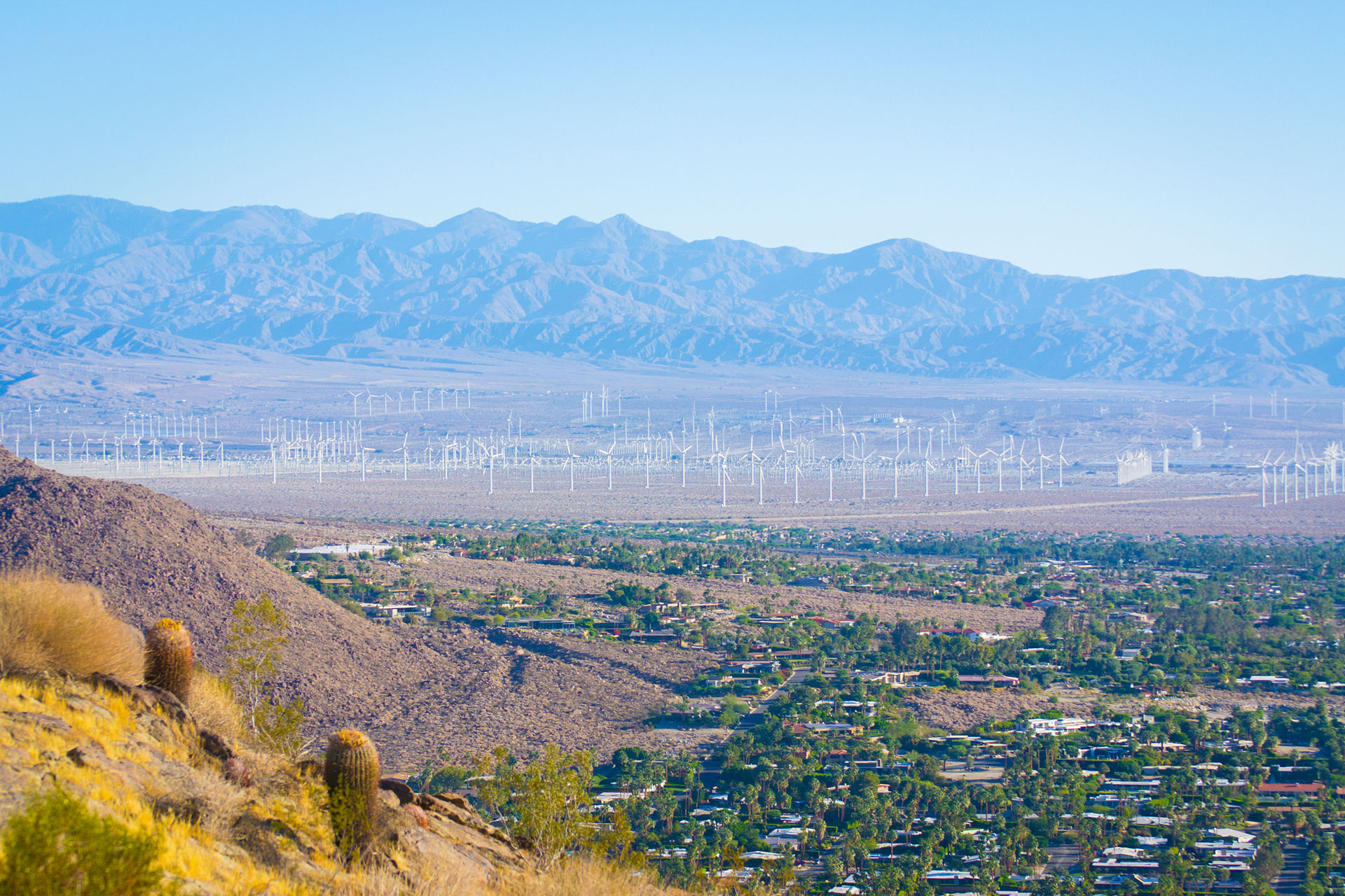 1920px-Wind_Farm_%28Palm_Springs%2C_Cali