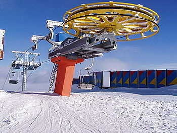 English: Ski lift mechanism in the resort of T...
