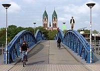 Wiwilibrücke mit Bogenläufer.jpg