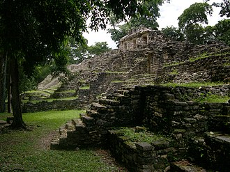 Pre-Columbian Mexico - An image of one of the pyramids in the upper level of Yaxchilán