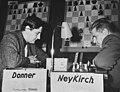 Zoneschaaktoernooi in Madrid, Donner (l) tegen Neykirch, Bestanddeelnr 911-2829.jpg