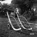 """""""Šatrga""""- po košenicah zagrabke skupaj navozijo s šatrgo, da potem seno naložijo na voz, Visejec 1957.jpg"""