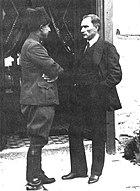 İsmet Paşa Mustafa Kemal Paşa ile konuşurken (1920)