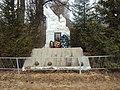 Братская могила у школы села Шанский Завод.jpg