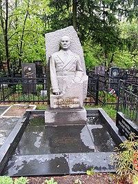 Памятник на могиле Бажанова Ю.П..jpg