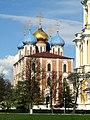 Рязань. Кремль. Успенский собор и стена колокольни (справа).jpg