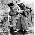 המאורעות בארץ ישראל 1937. בדיקה גופנית של ערבי עי משטרה בריטית בחיפוש אחרי נשק-PHL-1088005.png