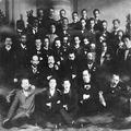 הרצל עם אנשי הסיעה הדמוקרטית האופוזיציונית בקונגרס הציוני החמישי. 1901-PHKH-1301051.png