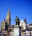 ノートルダム大聖堂とルーベンス像 - panoramio.jpg
