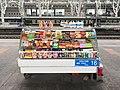 南京站4号站台和5号站台上的售货柜台.jpg