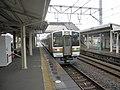 原駅2番線に入線する普通列車熱海行。.jpg