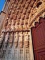 02-Mosteiro da Batalha porta principal ombreira.jpg