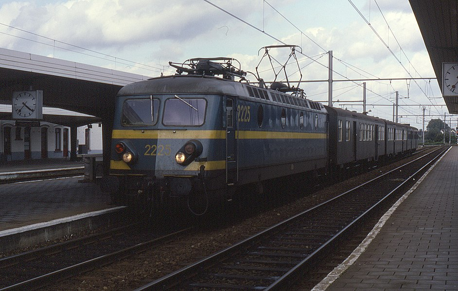 2225 at Braine-le-Comte on 10 September 1987.