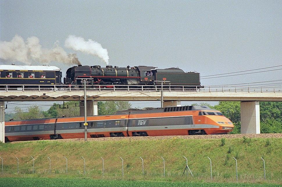 141-R et TGV Montereau mai 1987
