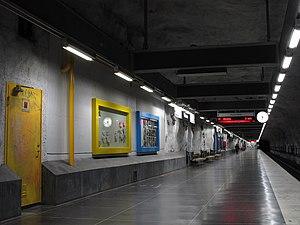 Näckrosen metro station - Image: 17 Perrong