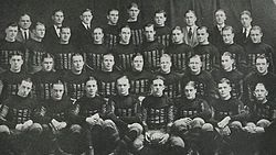 1922 Iowa Hawkeyes (team picture).jpg