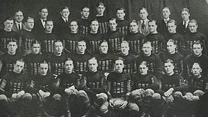 1922 Iowa Hawkeyes football team - Image: 1922 Iowa Hawkeyes (team picture)