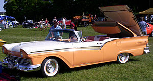 Ford Fairlane 500 Skyliner - Image: 1957 Ford Fairline 500 Skyliner