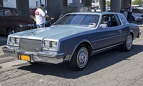 1984 Buick Riviera coupe in two-tone blue, front left.jpg