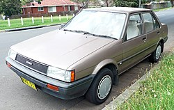 1985-1986 Toyota Corolla (AE82) CS sedan 02.jpg
