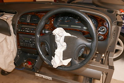 1997 Holden Commodore (VT), airbag display (2015-08-29) 03.jpg