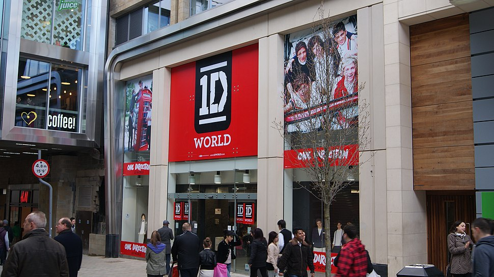 1D World, Albion Street, Leeds (30th March 2013) 001