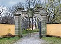20080316300DR Milkel (Radibor) NW-Portal zum Schloßpark.jpg