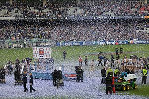 2009 AFL Grand Final - Image: 2009 AFL Grand Final trophy presentation