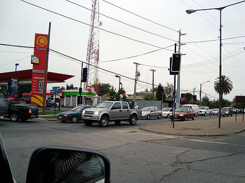 People trying to buy gasoline, in Chillán.