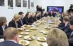 2011-02-03 Владимир Путин с коллективом Первого канала (12).jpeg