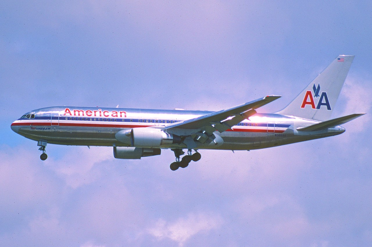 File:230bc - American Airlines Boeing 767-200, N322AA@LAX ...