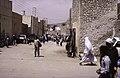 ASC Leiden - van Achterberg Collection - 13 - 23 - Piétons sur une rue sablonneuse - Ghardaïa, Mzab, Algérie - Avril-mai 1981.jpg