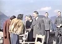 Adolf Hitler and Eva Braun's private videos, home movie (Ausschnitt Rotfuchsjacke 3).jpg