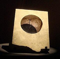 Jam Matahari Yunani, dari Ai-Khanoum (sekarang di Afghanistan), abad 3-2 SM.