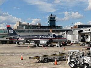 English: US Airways Airbus A319 registered N76...