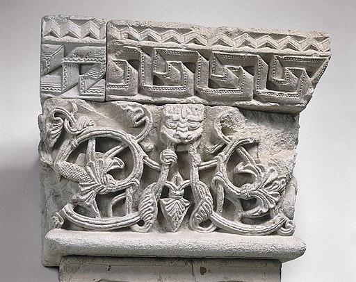 Anonyme - Chapiteau de pilastre , Rinceaux sortant de gueules - Musée des Augustins - ME 16