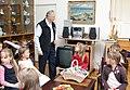 Arnold Rüütlil lasteaed külas 2008.jpg