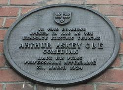 Photo of Headgate Electric Theatre and Arthur Askey black plaque