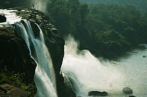 Athirappilly Falls - Image: Athirappilly Waterfalls 1