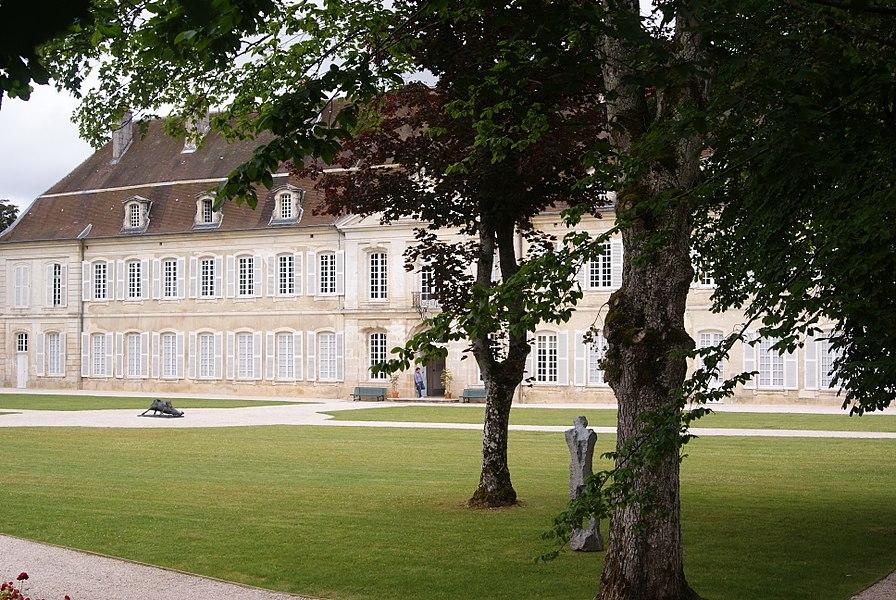 Ancienne abbaye d'Auberive, façade ouest. (Haute-Marne, Champagne-Ardenne).