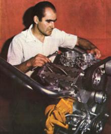 Augusto Cicaré y su Motor de F2 Internacional.png