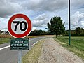 Avenue du 19 Mars 1962 (Belley) et sa piste cyclable à droite.jpg